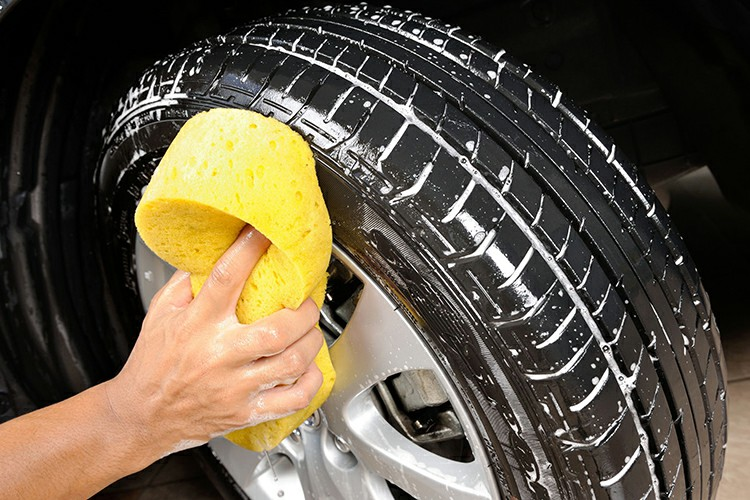 Clean The Dirt Of The Tires